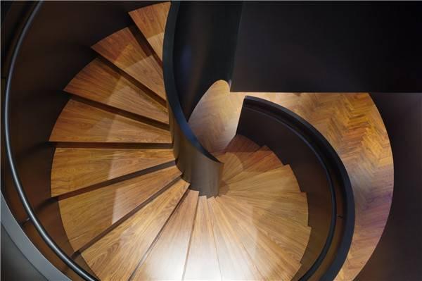 是的,木紋磚樓梯踏步效果